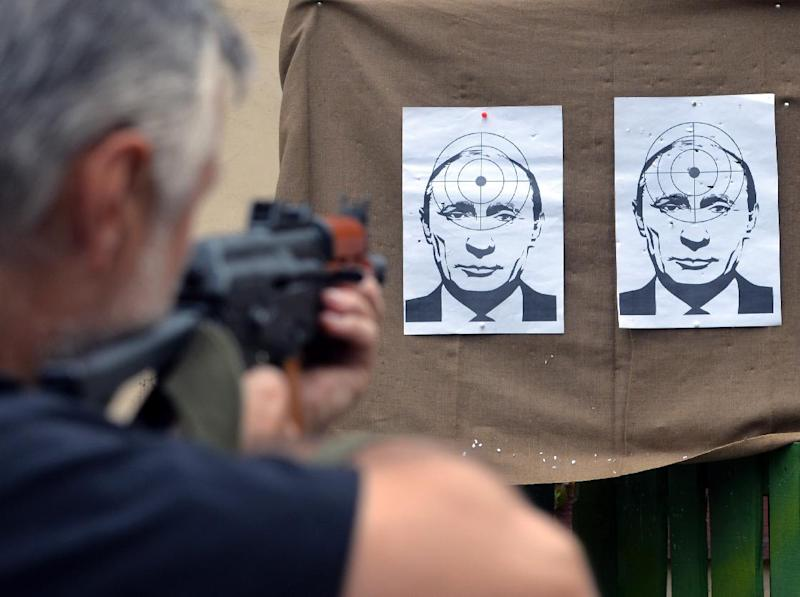 A man shoots at targets depicting a portrait of Russian President Vladimir Putin, at a range in the western Ukrainian city of Lviv, on August 31, 2014 (AFP Photo/Yuriy Dyachyshyn)