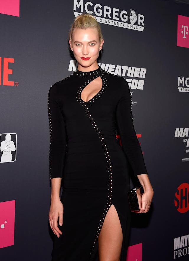 <p>Model Karlie Kloss arrives on T-Mobile's magenta carpet duirng the Showtime, WME IME and Mayweather Promotions VIP Pre-Fight Party for Mayweather vs. McGregor at T-Mobile Arena on August 26, 2017 in Las Vegas, Nevada. </p>