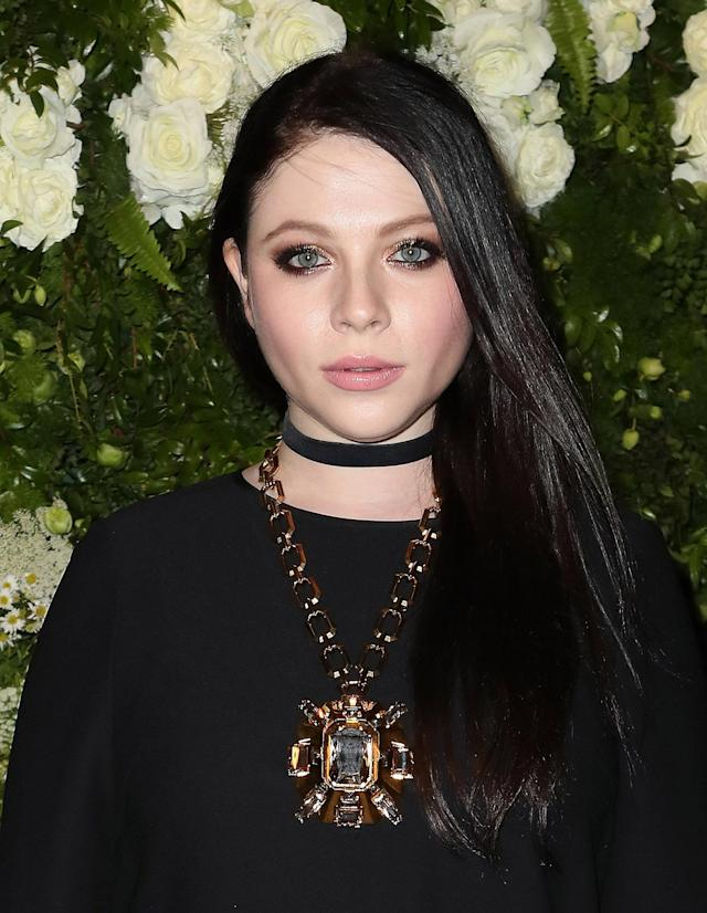 <p>Trachtenberg is proof that vampy beauty isn't just winged eyeliner and burgundy-stained lips. Here she adds her own spin with long and glossy locks, an eye-brightening bronze shadow, loads of mascara, and peachy-pink lips. (Photo: Getty Images) </p>