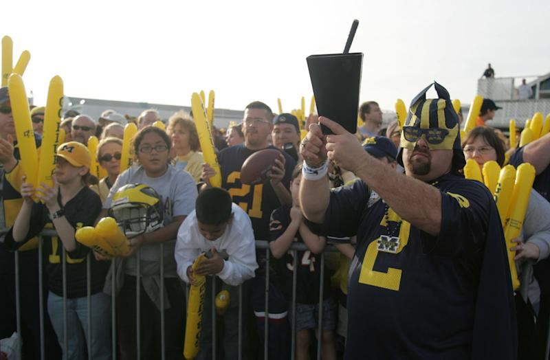 """Jeff Holzhausen chanted """"Go Blue"""" along with hundreds of fans during a rally for the 2006 Rose Bowl game at Santa Monica Pier."""