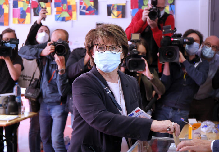 Current socialist Lille mayor and candidate in the second round of the municipal elections, Martine Aubry casts her ballot Sunday June 28, 2020, in Lille, northern France. France is holding the second round of municipal elections in 5,000 towns and cities Sunday that got postponed due to the country's coronavirus outbreak.(AP Photo/Michel Spingler)