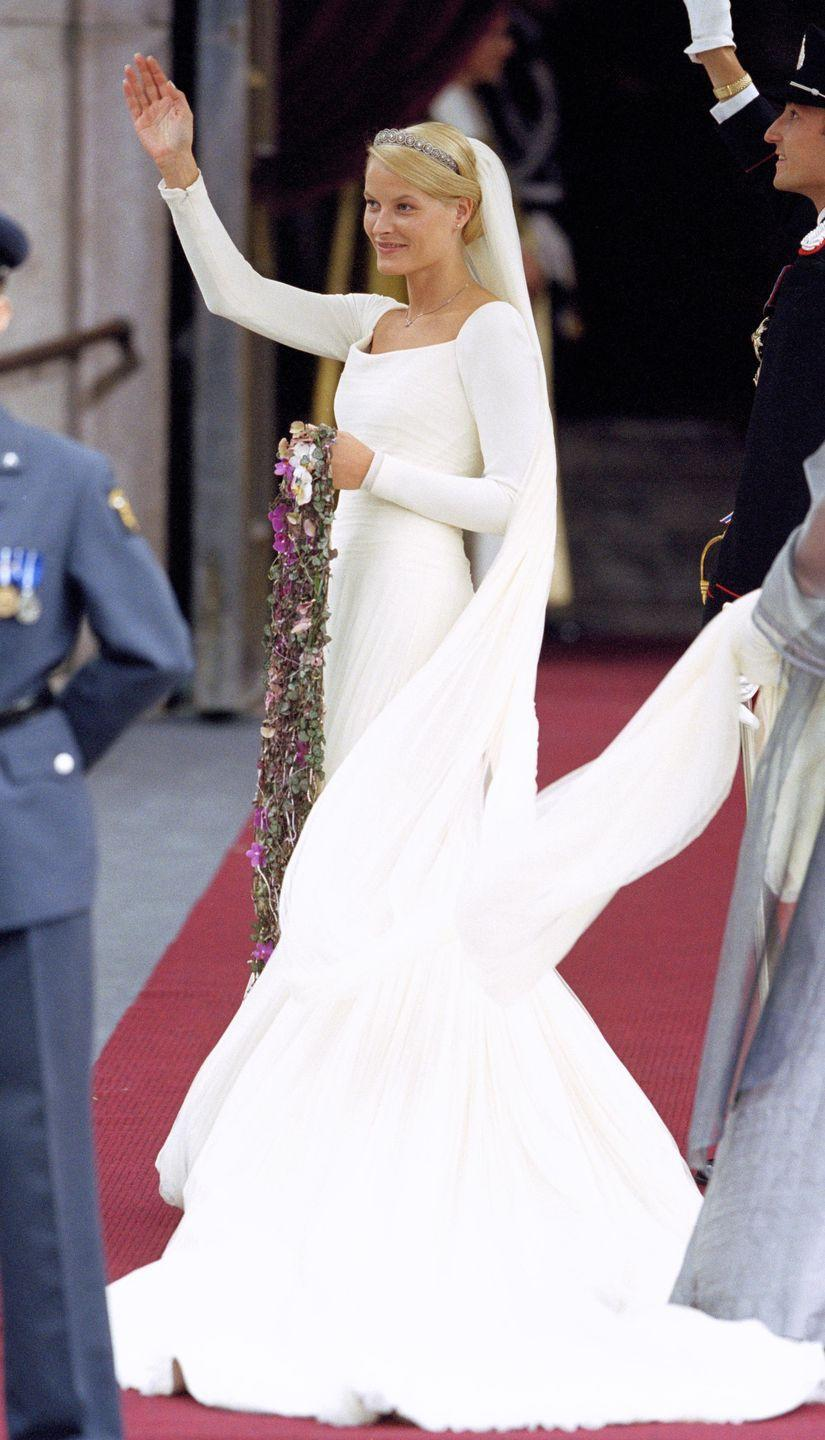 <p>Norway's crown princess choose a simple yet stunning long-sleeve gown and matching veil for her wedding to the country's future king.</p>