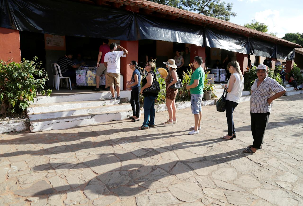 People queue to cast their votes during Paraguay's national elections in the outskirts of Asuncion, Paraguay April 22, 2018. REUTERS/Jorge Adorno