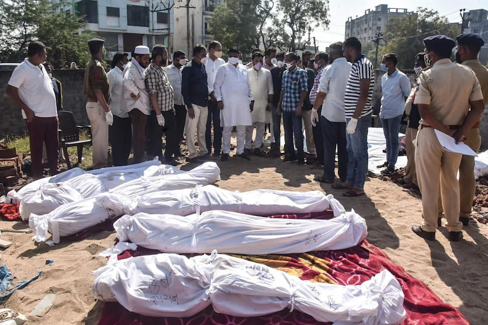 <p>Police personnel and residents gather around the bodies of victims after a truck lost control and ran over them while sleeping in Surat district.</p> (Getty images)