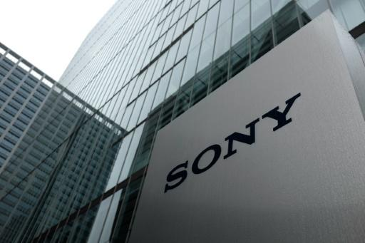 Sony's profit falls on yen, lagging cellphones, Japan quake