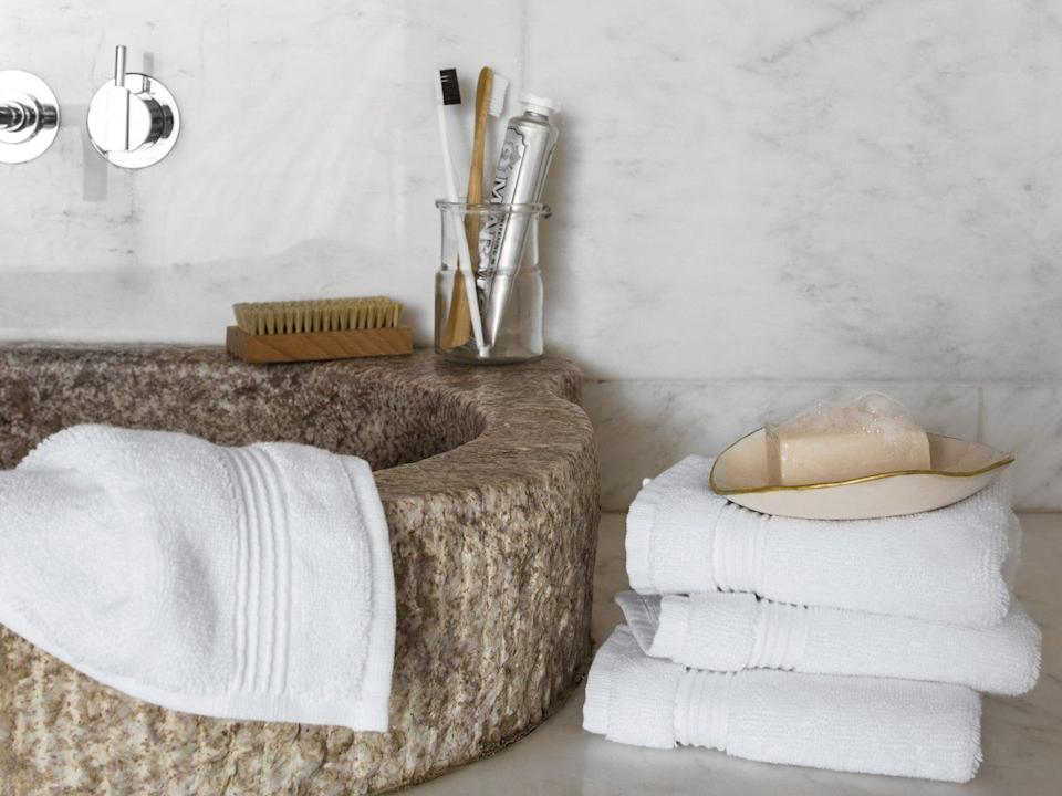 """Made of Turkish cotton, these towels are supposed to bequick-drying. The towel set includes two bath towels, two hand towels and two wash cloths.<br /><a href=""""https://fave.co/3lDQ51A"""" target=""""_blank"""" rel=""""noopener noreferrer"""">Originally $114, get the towel set now for 20% off at Parachute</a>. You can also get them all separately."""
