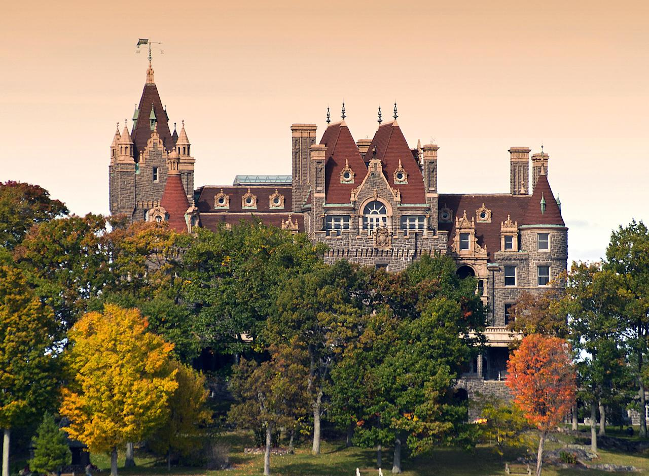 """<p>Head way north to Scenic View Park in Alexandria Bay, which overlooks the islands—and lavish homes—of Millionaire's Row. The excellent vantage point of the famed <a href=""""http://www.boldtcastle.com/visitorinfo/"""">Boldt Castle</a> is a particular perk. Originally a private mansion built by the general manager of NYC's Waldorf-Astoria Hotel, the castle is one of the major attractions in the region today.</p> <p><strong>Peak foliage:</strong> First and second weeks of October</p>"""