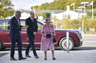 Britain's Queen Elizabeth II and Prince William speak with Chief Executive Gary Aitkenhead during a visit to the Defence Science and Technology Laboratory (DSTL) at Porton Down, England, Thursday Oct. 15, 2020, to view the Energetics Enclosure and display of weaponry and tactics used in counter intelligence. (Ben Stansall/Pool via AP)