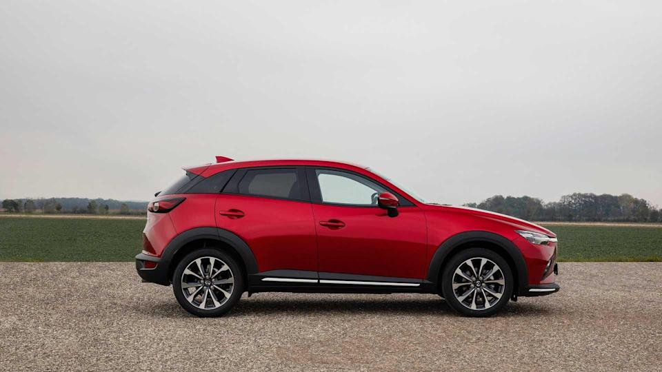 2021-Mazda-CX-3_Soul-Red-Crystal_Exterior-35