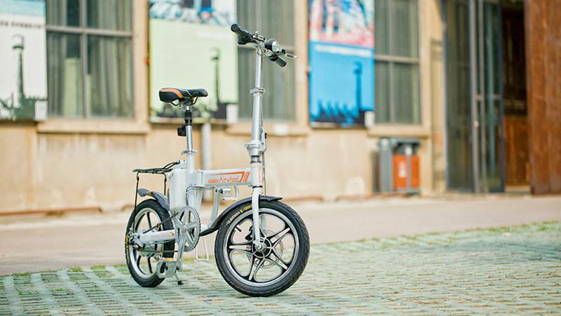 Avoid locks and roll into work with the folding, electric bike from Airwheel