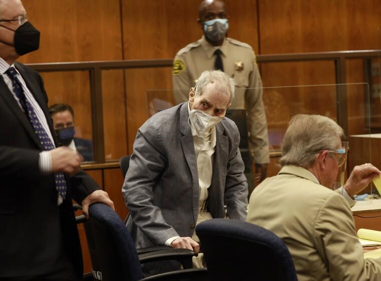 INGLEWOOD, CA - SEPTEMBER 08: Robert Durst looks at jurors walking into the courtroom as he appears in an Inglewood courtroom with his attorneys for the first closing arguments presented by the prosecution in the murder trial of the New York real estate scion who is charged with the longtime friend Susan Bermans killing in Benedict Canyon just before Christmas Eve 2000. Inglewood Courthouse on Wednesday, Sept. 8, 2021 in Inglewood, CA. (Al Seib / Los Angeles Times).