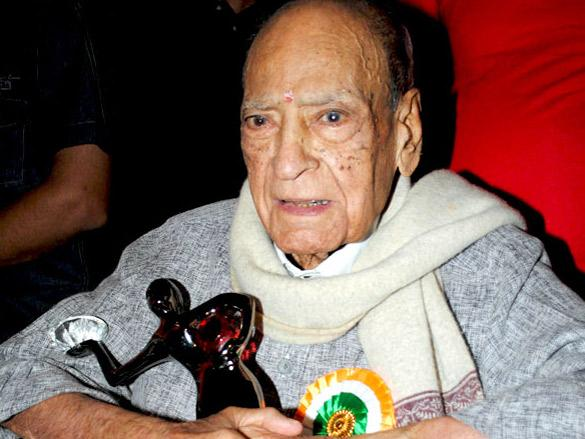 <p>One of the most beloved elderly faces in Indian cinema, AK Hangal cast a spell on his audience in films such as Sholay, Lagaan, Namak Haram and Shaukeen. The actor, who is best known for his classic line 'Ina sannata kyu hai bhai?' from the film Sholay, has more than 225 films to his credit having worked with almost all the leading actors.<br /><br />Hangal's later years were, however, marred with bankruptcy and medical problems and very few people knew about the dire condition that he was in, both financially and health wise. It was only after his son Vijay announced on social media that his father did not have any money for treatment that Amitabh Bachchan and a few others members of the film industry helped him out when they heard of his fate.<br /><br />When he passed away at the age of 95 on August 26, 2012, very few people from Bollywood turned up to pay respects to the veteran actor and theatre great.<br /><br /><em>Image credit: Bollywood Hungama</em> </p>