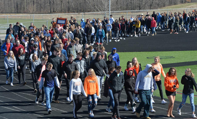 <p>Fairview Middle and High School students taking part in a national school walkout event to protest gun violence and honor shooting victims at Fairview High School in Fairview Township, Erie County, Pa., Friday April 20, 2018. (Photo: Christopher Millette/Erie Times-News via AP) </p>