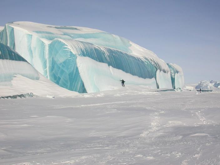 """""""The temperature was actually quite pleasant since it was summer – around zero Celsius,"""" recalls Travoullion in an email to Yahoo! """"I was passing through Dumont D'urville, which is a compulsory stop on my way to <a href=""""http://search.yahoo.com/search?p=Dome+C+Antarctica"""" data-ylk=""""slk:Dome C"""" class=""""link rapid-noclick-resp"""">Dome C</a>, where I did some astronomical research."""" <a href=""""http://www.astro.caltech.edu/~tonyt/Tonys_site/About_Me.html"""" rel=""""nofollow noopener"""" target=""""_blank"""" data-ylk=""""slk:(Photo by Tony Travouillon)"""" class=""""link rapid-noclick-resp"""">(Photo by Tony Travouillon)</a>"""