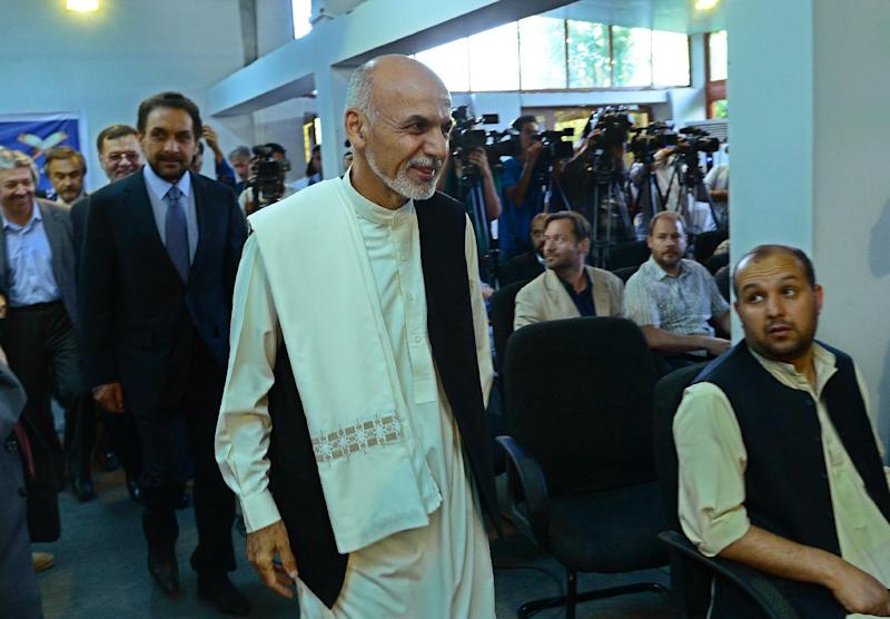 Afghan presidential candidate Ashraf Ghani (C) arrives for a press conference at his residence in Kabul on July 8, 2014 (AFP Photo/Wakil Kohsar)