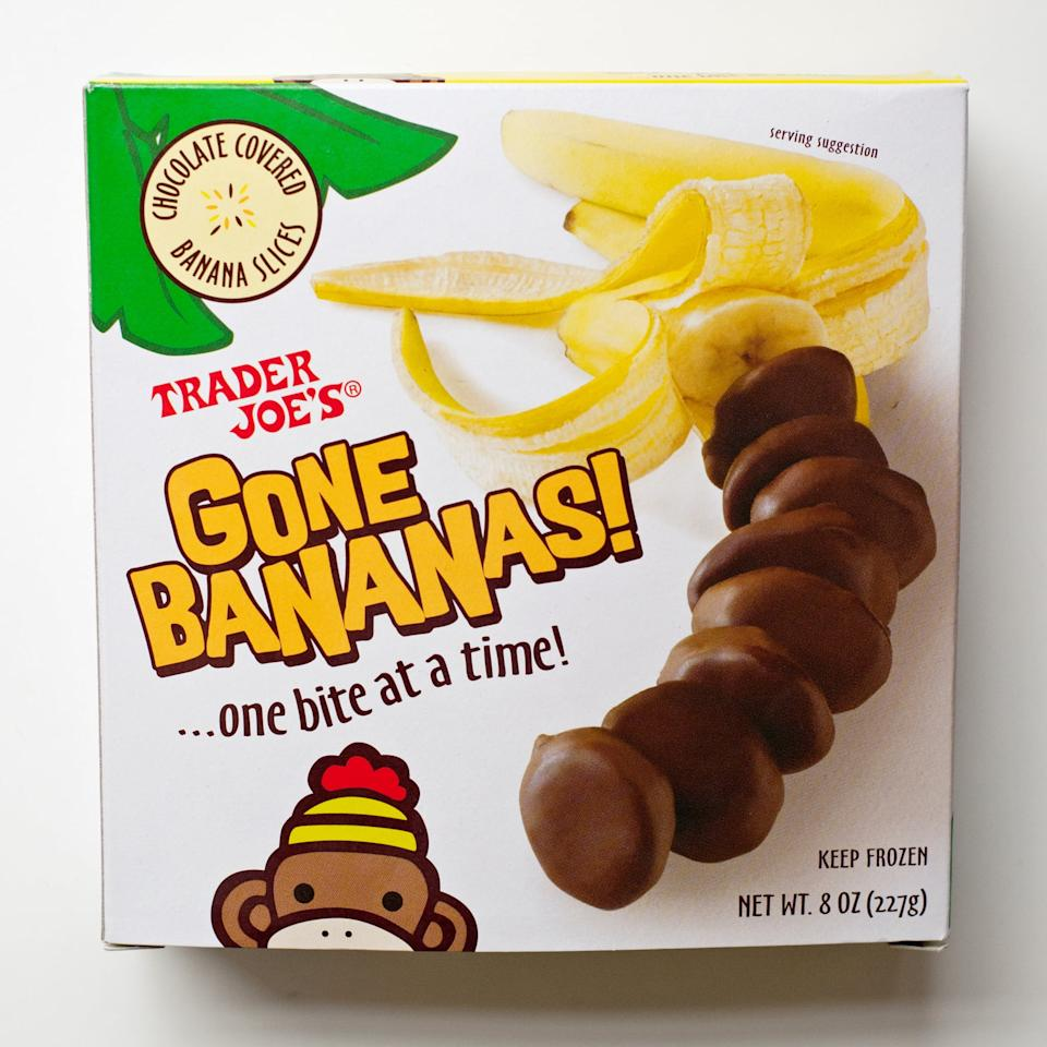 <p>These awesome frozen sliced bananas covered in chocolate are amazing when you're trying to eat healthier but want something sweet.</p>