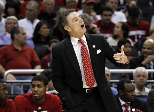 Rick Pitino disciple nearly pulls off upset of the tourney as Manhattan scares Louisville