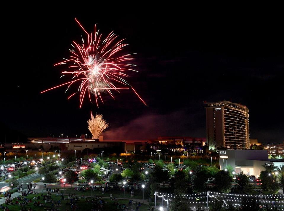 """<p><strong>Las Vegas, Nevada</strong><br><br>Watch the 4th of July fireworks display at <a href=""""https://go.redirectingat.com?id=74968X1596630&url=https%3A%2F%2Fwww.vegas.com%2Fholidays-in-las-vegas%2Fjuly-4th%2F&sref=https%3A%2F%2Fwww.goodhousekeeping.com%2Fholidays%2Fg36685493%2Ffireworks-near-me%2F"""" rel=""""nofollow noopener"""" target=""""_blank"""" data-ylk=""""slk:The Red Rock Resort"""" class=""""link rapid-noclick-resp"""">The Red Rock Resort</a>. The Las Vegas pyrotechnics show calls you to celebrate this Independence Day with flair.</p>"""