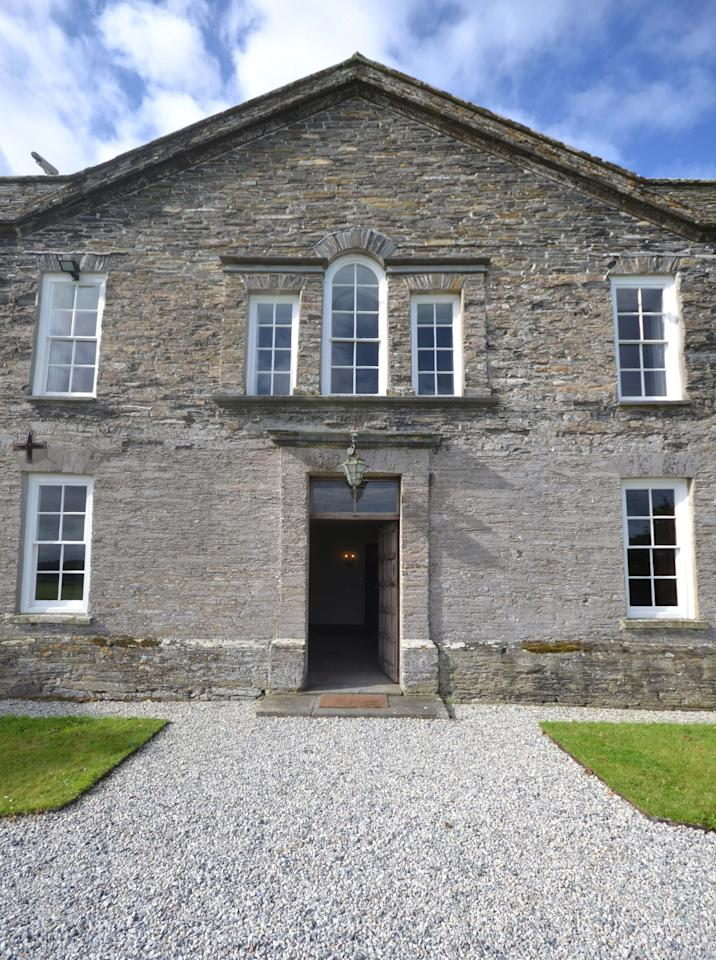 <p>Harlyn House was the property of one family for over 400 years and was only sold for the first time in 1856 and then again in 1947. </p>