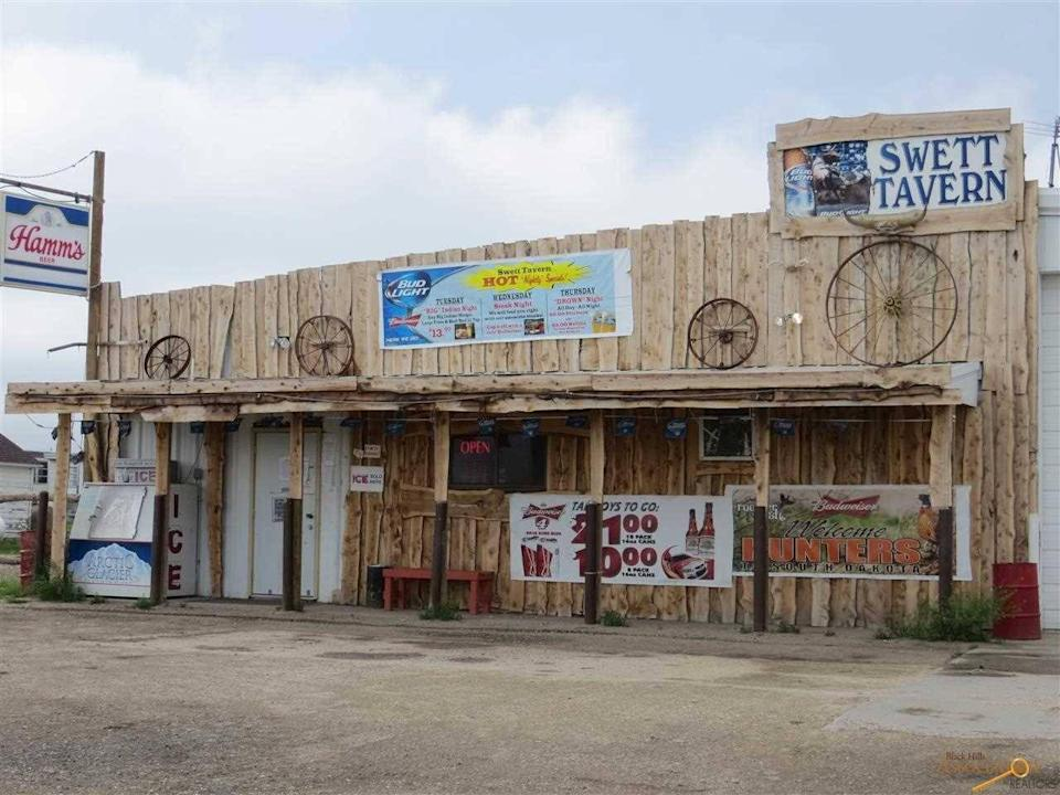 <p>All photos are from last year's listing. Since then, the bank that owns Swett has removed three decaying mobile homes and a transport trunk rotting on the property. The bank even installed new signs for the town.</p>