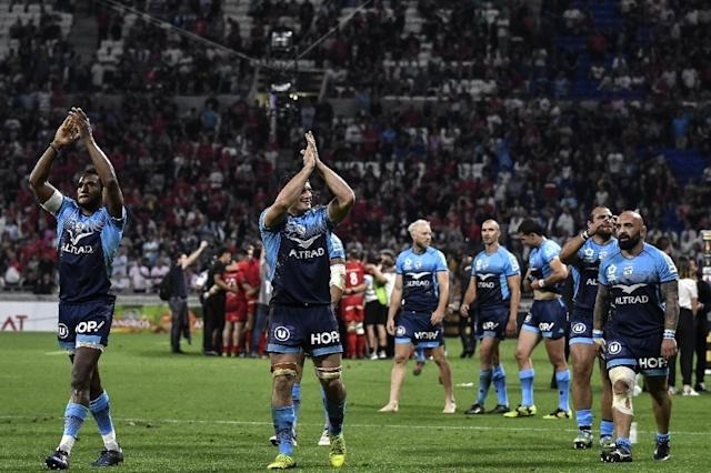 Montpellier's players celebrate their victory at the end of the French Top 14 union semi-final match on May 25, 2018 (AFP Photo/JEFF PACHOUD)
