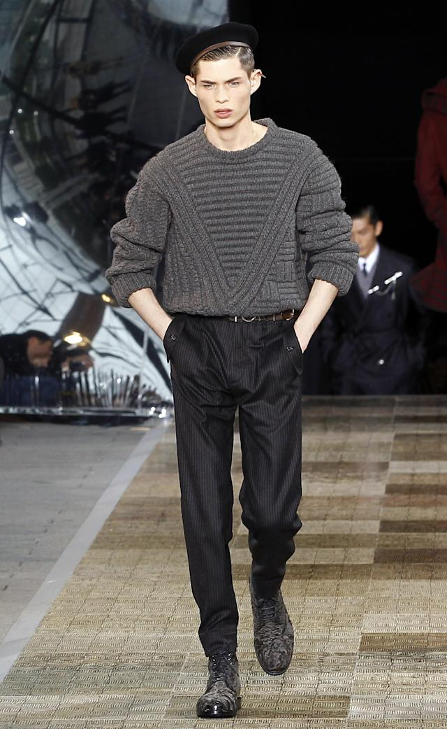 <p>Model wears a black French beret, textured knit sweater, and black slacks. (Photo: Getty Images) </p>