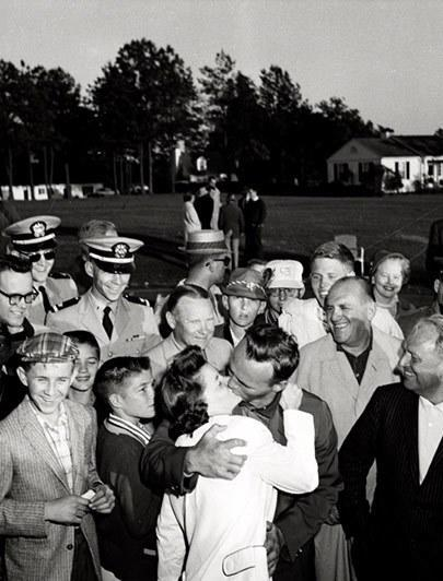 Winnie Palmer gets a kiss after her husband wins the 1960 Masters.