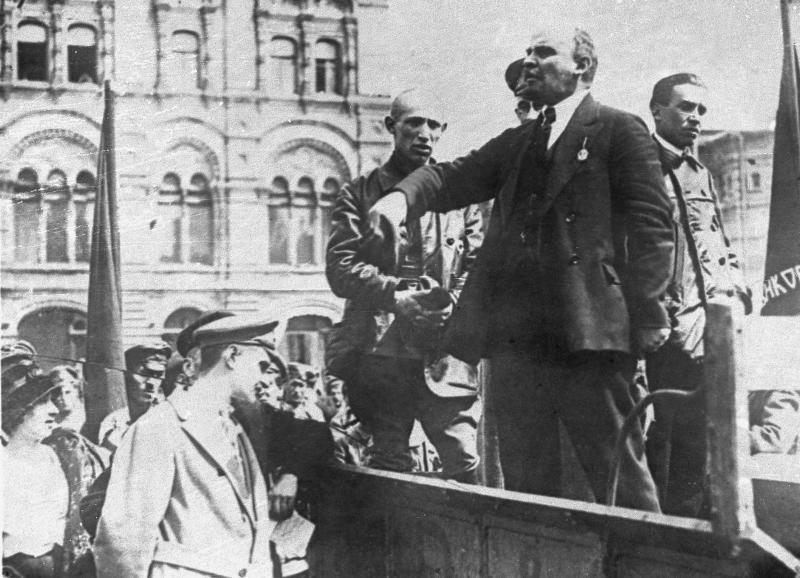 In this 1921 photo, Soviet leader Vladimir Lenin speaks at a celebration in Russia. Syphilis probably didn't kill Lenin. Stress, on the other hand, didn't help, and poison may have done him in. That's the conclusion of a doctor and a historian who examined medical records and other evidence for an annual University of Maryland School of Medicine conference on the deaths of famous figures. UCLA neurologist Dr. Harry Vinters and Russian historian Lev Lurie reviewed Lenin's records for an annual University of Maryland School of Medicine conference that opens Friday, May 4, 2012 in Baltimore on famous people's deaths. (AP Photo)