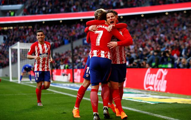 Soccer Football - La Liga Santander - Atletico Madrid vs Athletic Bilbao - Wanda Metropolitano, Madrid, Spain - February 18, 2018 Atletico Madrid's Kevin Gameiro scores their first goal with team mates REUTERS/Javier Barbancho