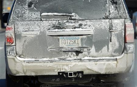 The back of a car is covered with dried road salt as it travels in Minneapolis, January 27, 2014. REUTERS/Eric Miller