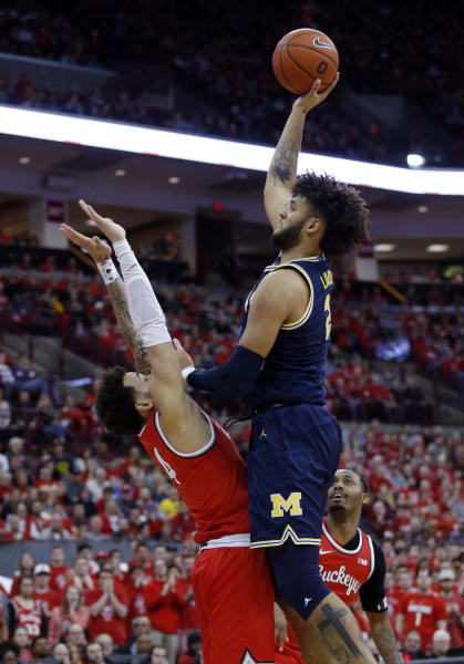 Michigan forward Isaiah Livers, right, goes up to shoot in front of Ohio State guard Duane Washington during the first half of an NCAA college basketball game in Columbus, Ohio, Sunday, March 1, 2020. (AP Photo/Paul Vernon)