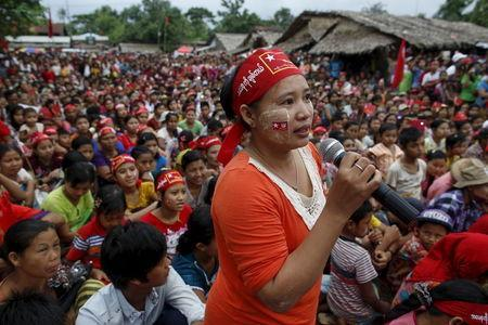A supporter asks Myanmar pro-democracy leader Aung San Suu Kyi a question during Suu Kyi's campaign in her constituency of Kawhmu township, outside Yangon September 21, 2015. REUTERS/Soe Zeya Tun