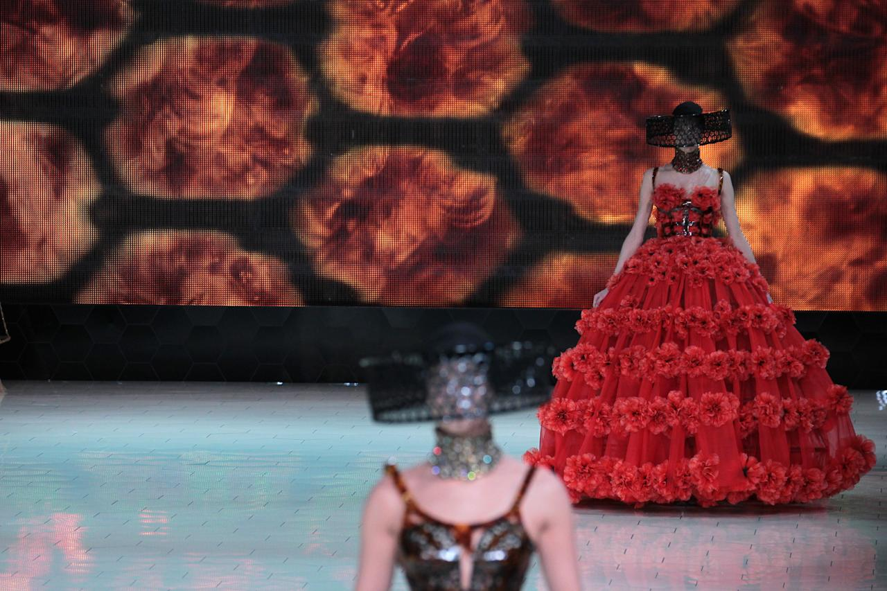 Défilé Alexander McQueen collection printemps/été 2013.