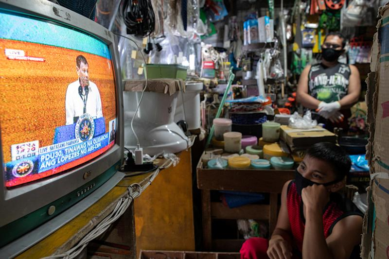 Filipinos watch President Rodrigo Duterte's fifth State of the Nation Address from a television in a hardware store in Quezon City, Metro Manila, Philippines, July 27, 2020. REUTERS/Eloisa Lopez