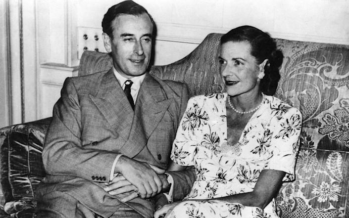 Lord and Lady Mountbatten at the Viceroy's House, New Delhi - TopFoto