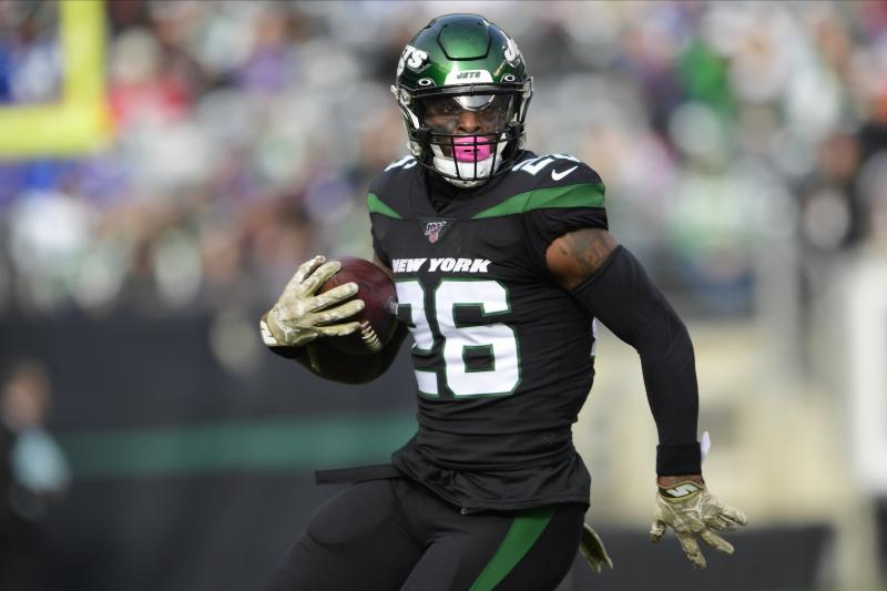 New York Jets' Le'Veon Bell (26) rushes during the first half of an NFL football game against the New York Giants, Sunday, Nov. 10, 2019, in East Rutherford, N.J. (AP Photo/Steven Ryan)