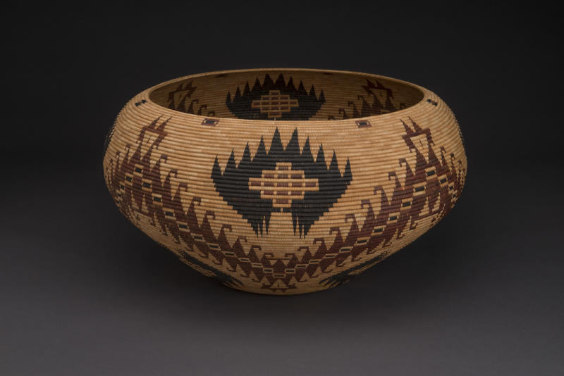 Carrie Bethel Mono Lake Paiute, 1898-1974 Bowl basket, 1956. 13 x 25 inches Split sedge root, dyed bracken fern root, split winter redbud shoots, willow shoots Collection of Stevia Thompson Photo Credit: Craig Smith, Heard Museum