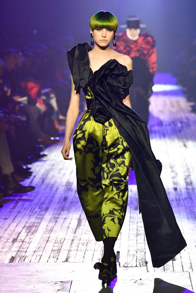 <p>A black-and-yellow-green print dress at the Marc Jacobs FW18 show. (Photo: Getty) </p>