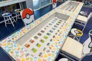 寶可夢卡牌 | Pokémon cards displayed in the store. (Courtesy of 7-11/Facebook)