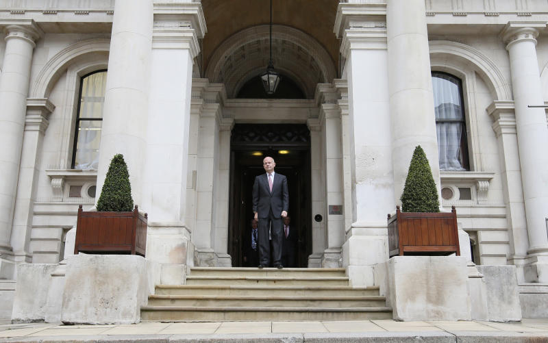 Britain Foreign Secretary William Hague waits to greet US Secretary of State John Kerry outside the Foreign Office in London, Monday, Sept. 9, 2013. (AP Photo/Alastair Grant, Pool)