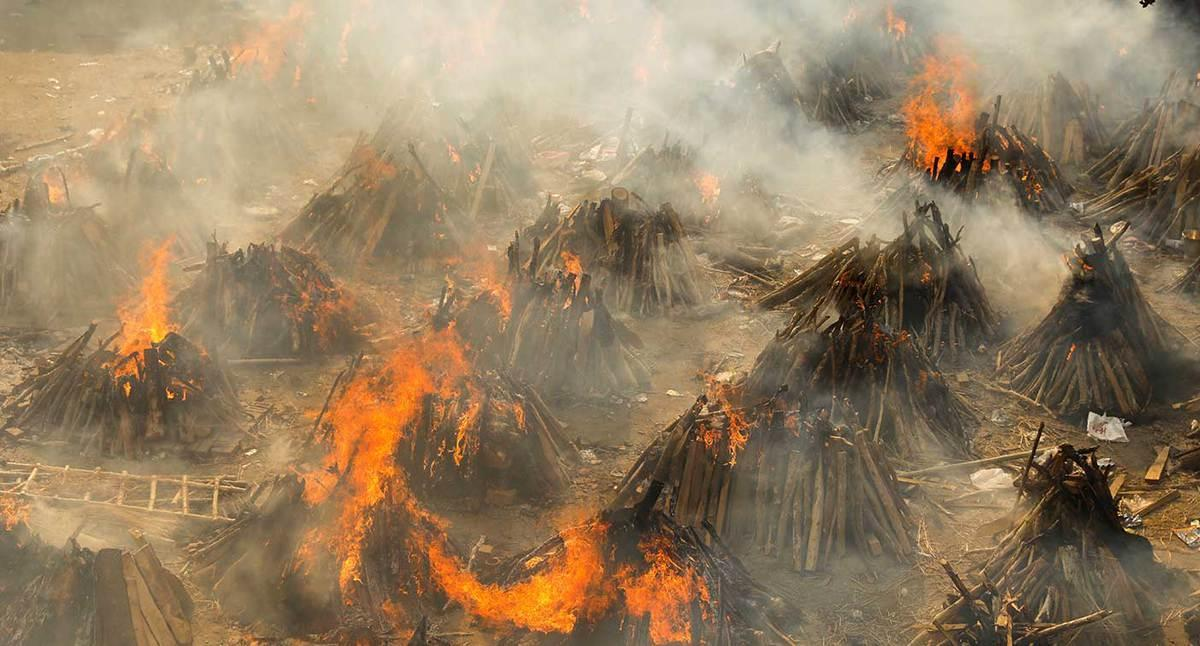 Burning funeral pyres of those who died from the coronavirus during a mass cremation in New Delhi. (Reuters)