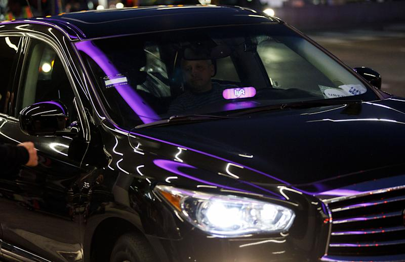 A Lyft driver atLos Angeles International Airport in November 2017. (Bloomberg via Getty Images)