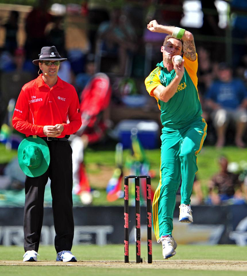 BLOEMFONTEIN, SOUTH AFRICA - JANUARY 17: Dale Steyn of South Africa in action during the 3rd One Day International match between South Africa and Sri Lanka at Chevrolet Park on January 17, 2012 in Bloemfontein, South Africa. (Photo by Johan Pretorius / Gallo Images/Getty Images)