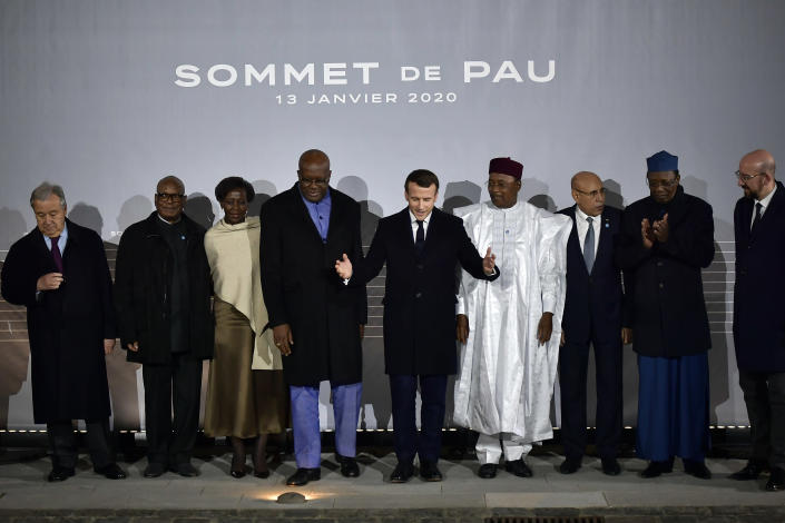 French President Emmanuel Macron, center, poses with G5 African heads of state after the G5 Sahel summit in Pau, southwestern France, Monday Jan.13, 2020. France is preparing its military to better target Islamic extremists in a West African region that has seen a surge of deadly violence. (AP Photo/Alvaro Barrientos)