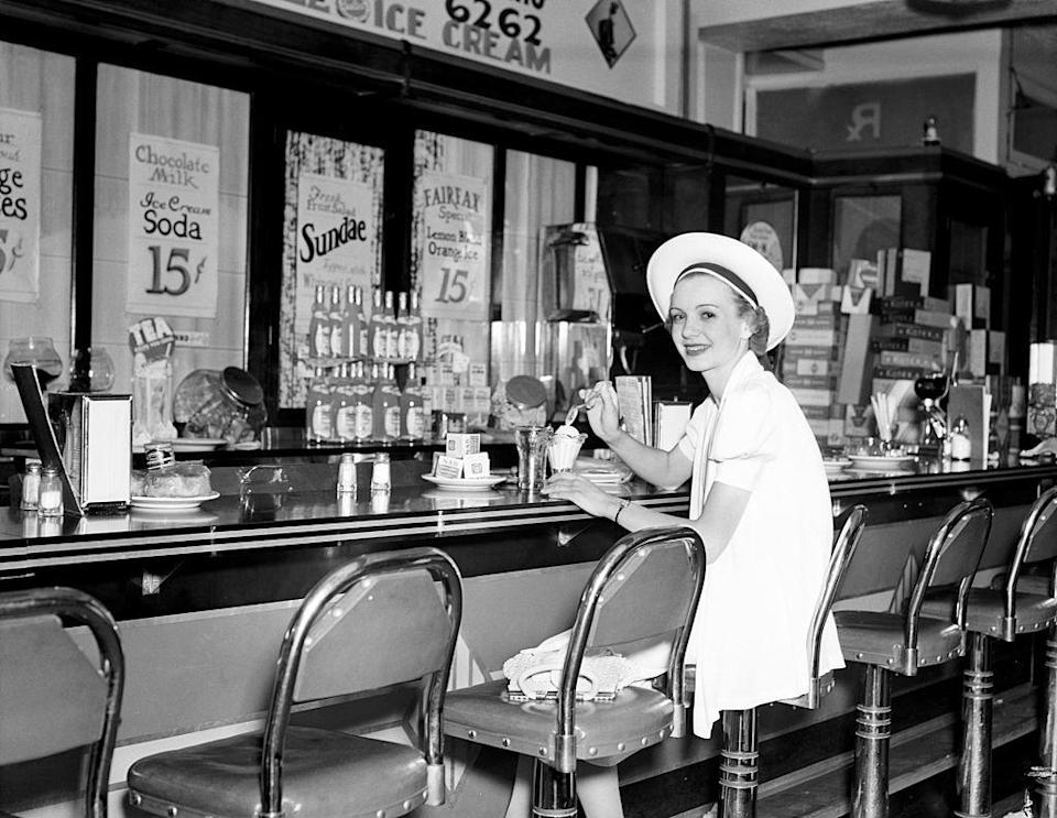 """<p>It was during the '20s and '30 that diners began <a href=""""https://archive.curbed.com/2017/5/30/15716116/restaurants-diners-prefab-historic-preservation"""" rel=""""nofollow noopener"""" target=""""_blank"""" data-ylk=""""slk:adapting to changing styles"""" class=""""link rapid-noclick-resp"""">adapting to changing styles</a> and took on the Art Deco look. The traditional diner look with the open kitchen began to take shape as the years went on.<br></p>"""