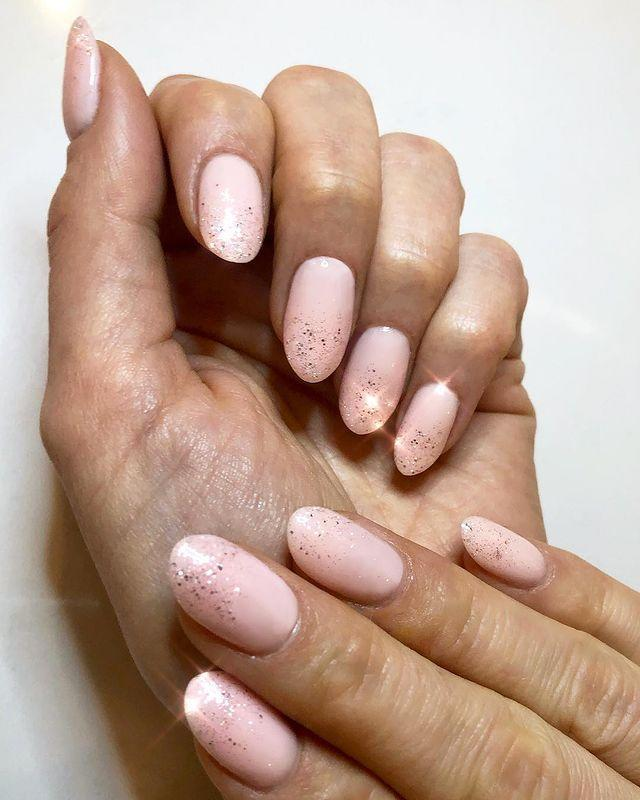 """<p>For a subtle hint of sparkle, use a rose gold glitter in a clear base over your regular pink polish and opt for a high shine top coat. </p><p><a href=""""https://www.instagram.com/p/BulmfOgna3Z/"""" rel=""""nofollow noopener"""" target=""""_blank"""" data-ylk=""""slk:See the original post on Instagram"""" class=""""link rapid-noclick-resp"""">See the original post on Instagram</a></p>"""