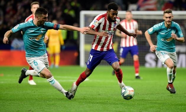 Diego Simeone tacle Thomas Lemar — Atlético de Madrid