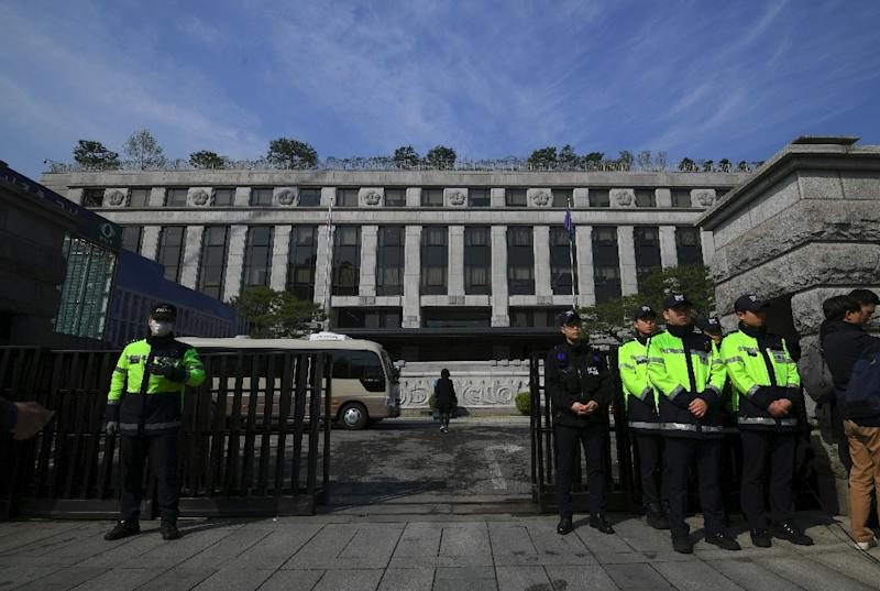 More than 115,000 South Koreans have signed an online petition calling for a judge to be expelled after he reduced the sentence of a child rapist