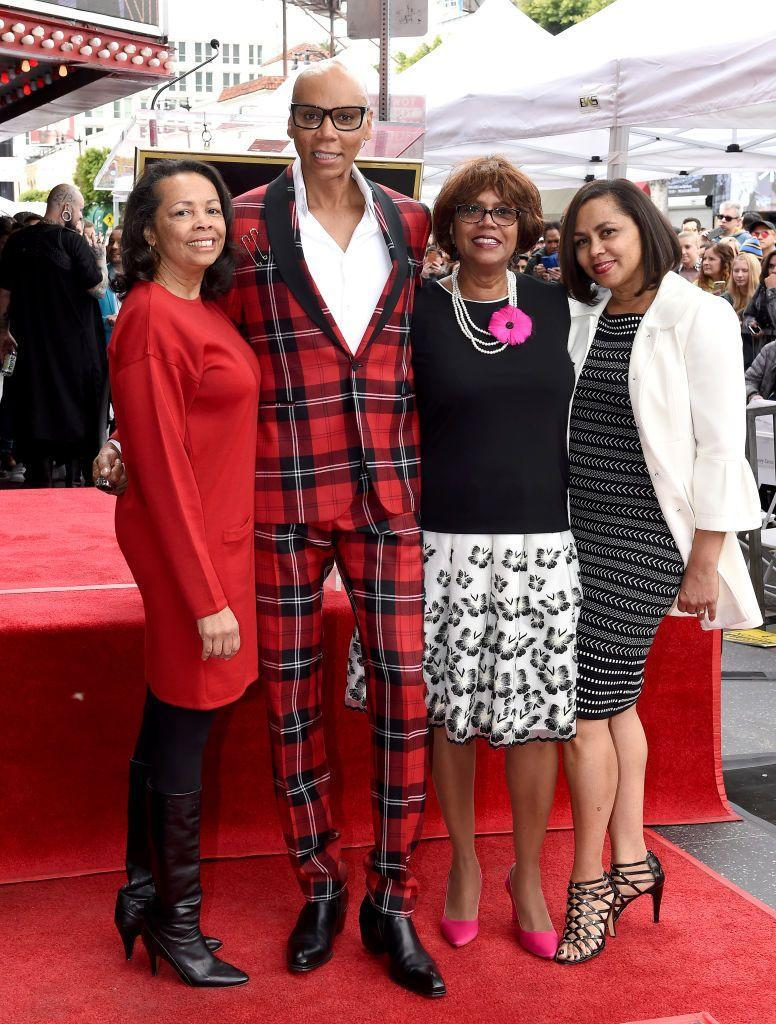 <p>RuPaul posed on the red carpet with his older sister, Renetta Charles, in 2018. The famous drag queen and television personality shares many features with his sister, including a high forehead and slender jawline. </p>