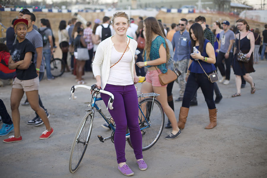 Block on - This girl is committed not only to her trusty two-wheeler, but to colorblocking. A white tee under a lightweight, white cardi allow for purple skinny jeans and lilac sneakers to take center stage.
